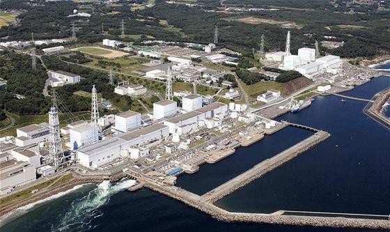 V poškozené japonské jaderné elektrárně Fukušima zahynul dělník