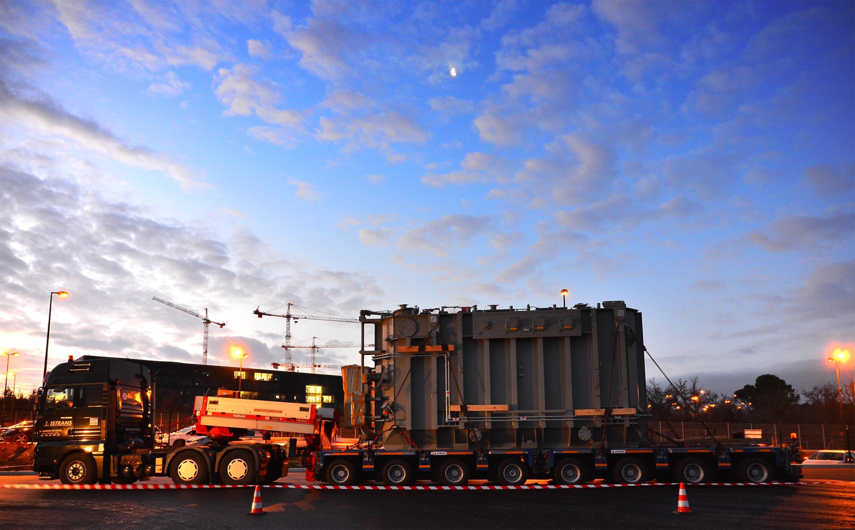 Na ITER dorazil první nadměrný náklad