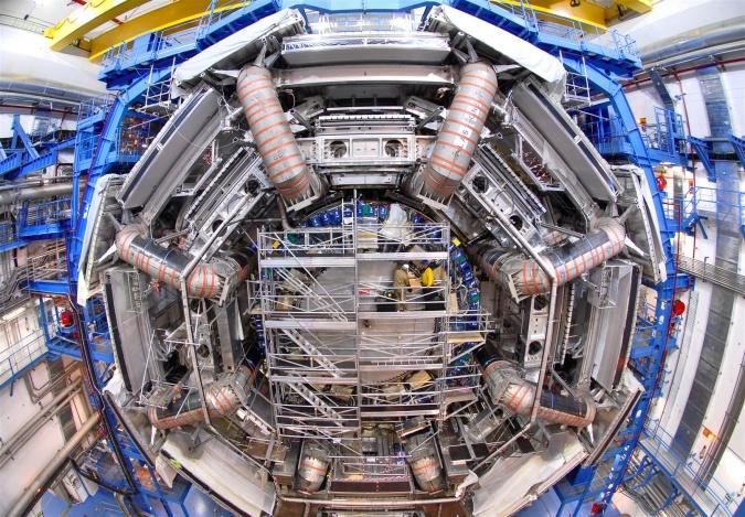 LHC v květnu přistoupí k hledání temné hmoty
