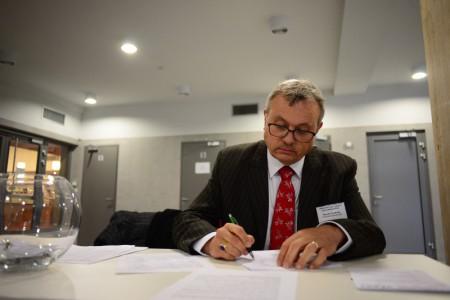 Vladimír Dlouhý při podpisu Třebíčské výzvy_rev