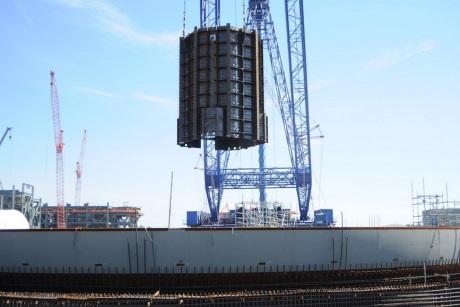 Na třetím bloku americké jaderné elektrárny Summer byl umístěn další velký modul