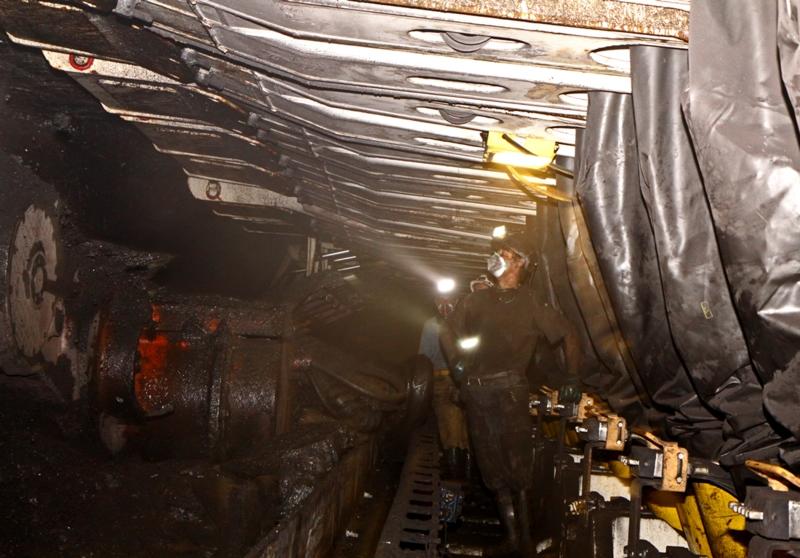 """Nová polská vláda bude """"zachraňovat uhlí"""", plány v jádru přetrvávají"""
