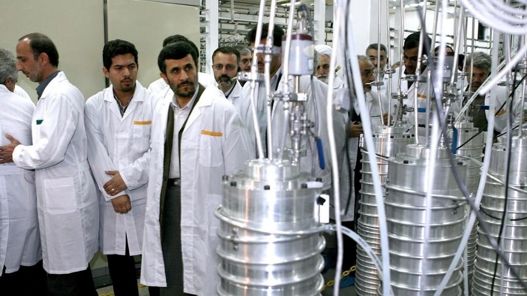 Írán pod tlakem konzervativních zákonodárců zastavil demontáž centrifug na obohacování uranu