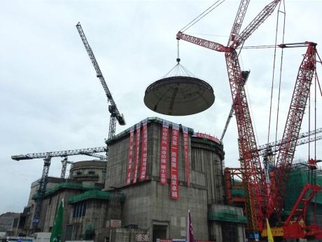 Na šestém bloku JE Jang-ťiang byla instalována kopule kontejnmentu