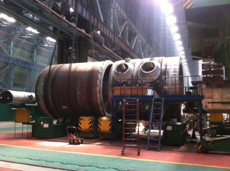 Montáž reaktorové nádoby na druhého bloku Běloruské JE byla dokončena