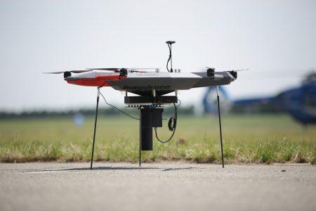 Dron vybavený monitorovacím zařízením_1024