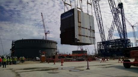 Na čtvrtém bloku JE Vogtle byl usazen největší modul