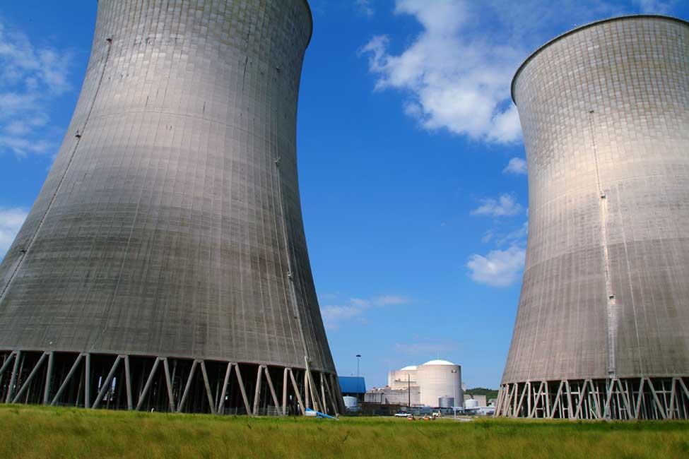 jaderná energie - Druhý blok JE Watts Bar dokončil testy při postupném navyšování výkonu - Nové bloky ve světě (135690 bechtel watts bar 2 power plant cooling towers 2003) 1