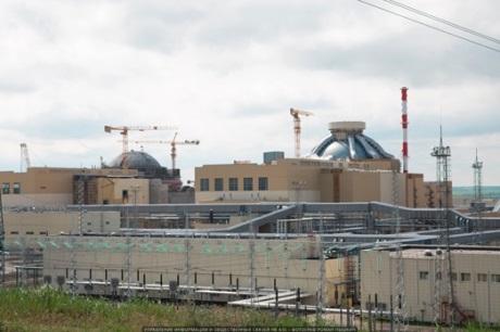 První reaktor generace III+ na světě dosáhl plného výkonu