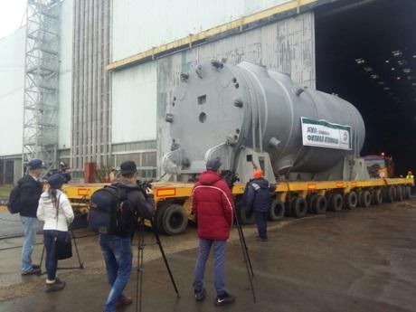 jaderná energie - Tlaková nádoba reaktoru pro druhý blok Běloruské JE započala cestu do lokality Ostrovets - Nové bloky ve světě (Ostrovets 2 RPV complete 460 Rosatom) 2