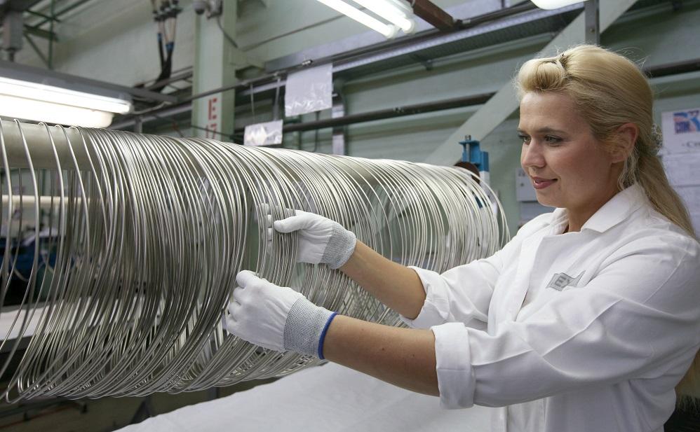 jaderná energie - TVEL vstupuje na evropský trh s titanem - Ve světě (Výroba titanového drátu v podniku ČMZ) 1