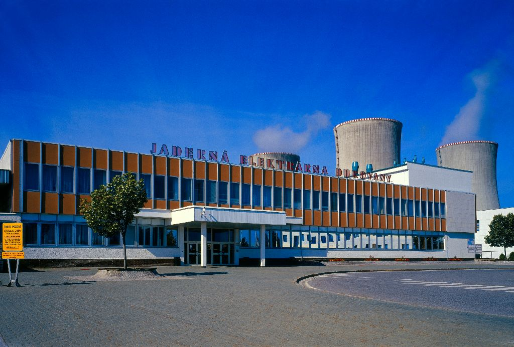 jaderná energie - Z JE Dukovany poveze skupina ČEZ do Plzně stator generátoru vážící 174 tun - V Česku (01 dukovany 1) 3