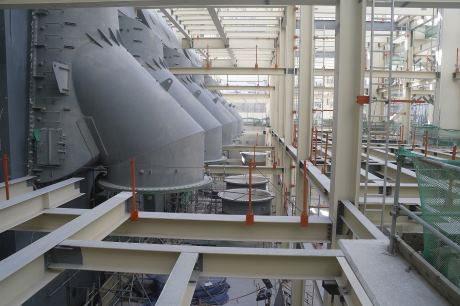 jaderná energie - Na čtvrtém bloku JE Barakah byl instalován kondenzátor - Nové bloky ve světě (Barakah 4 condenser 460 small file) 1