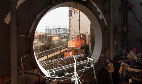 jaderná energie - Zprovoznění JE Vogtle opět posunuto - Nové bloky ve světě (Vogtle 3 equipment hatch Feb 2017 Georgia Power 460) 1
