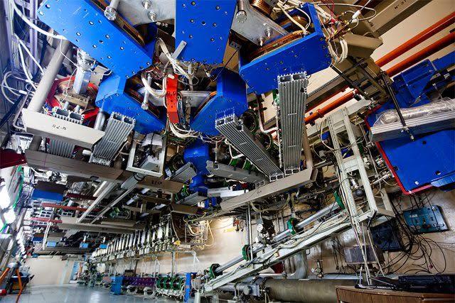jaderná energie - VNovosibirsku spouští nejvýkonnější laser na volných elektronech na světě - Věda a jádro (laser barevný) 1