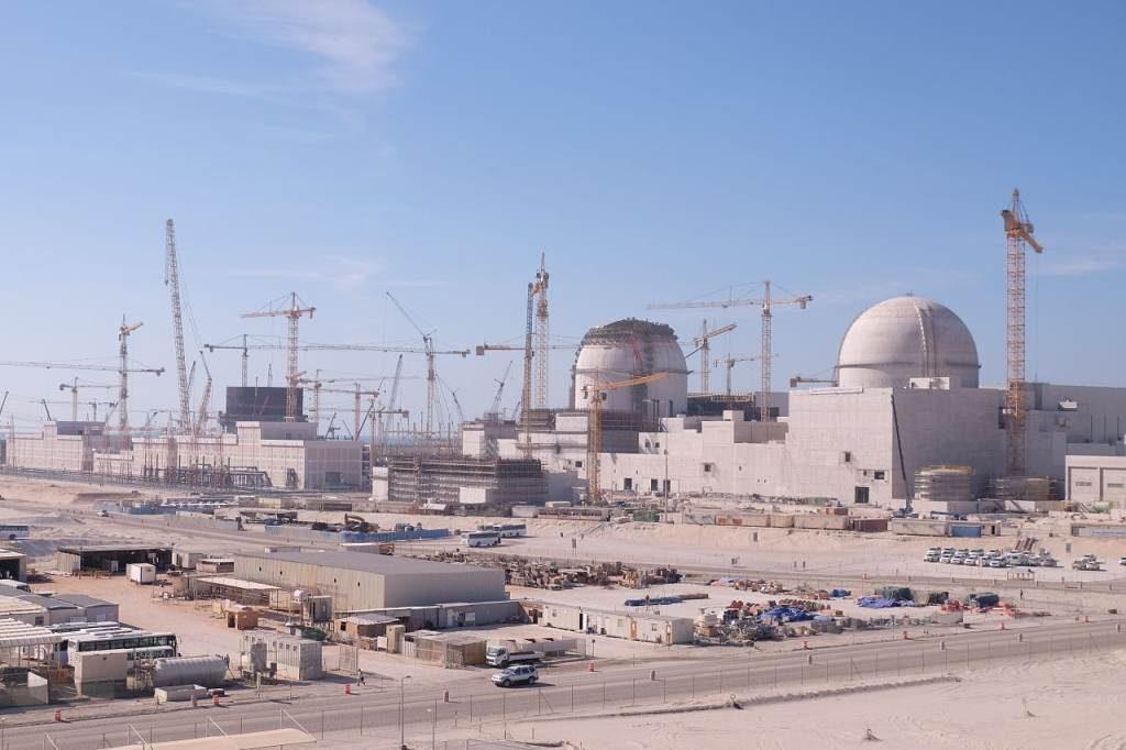 jaderná energie - Na stavbě jaderné elektrárny Barakah v roce 2016 zemřeli tři pracovníci - Nové bloky ve světě (2016 03 30 NIDS 1024) 1