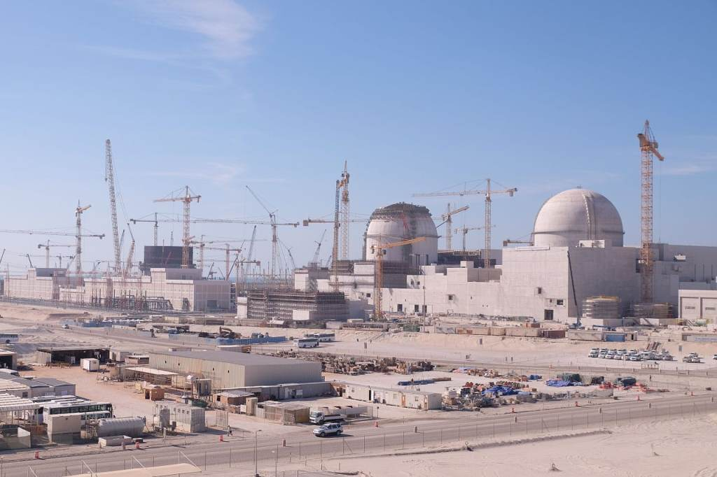 jaderná energie - Na stavbě jaderné elektrárny Barakah v roce 2016 zemřeli tři pracovníci - Nové bloky ve světě (2016 03 30 NIDS 1024) 3