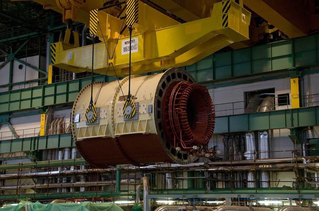 jaderná energie - iDnes: VIDEO: Obří stator vyrazil po kontrole z Plzně do dukovanské elektrárny - V Česku (DSC6178 1024) 1