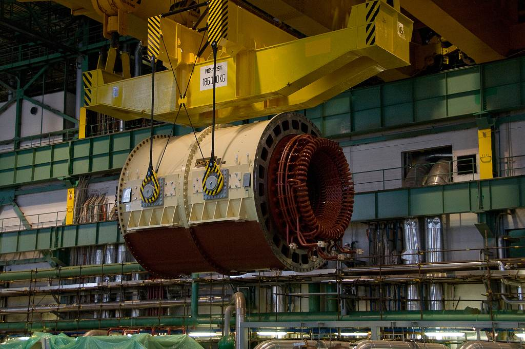 jaderná energie - iDnes: VIDEO: Obří stator vyrazil po kontrole z Plzně do dukovanské elektrárny - V Česku (DSC6178 1024) 3