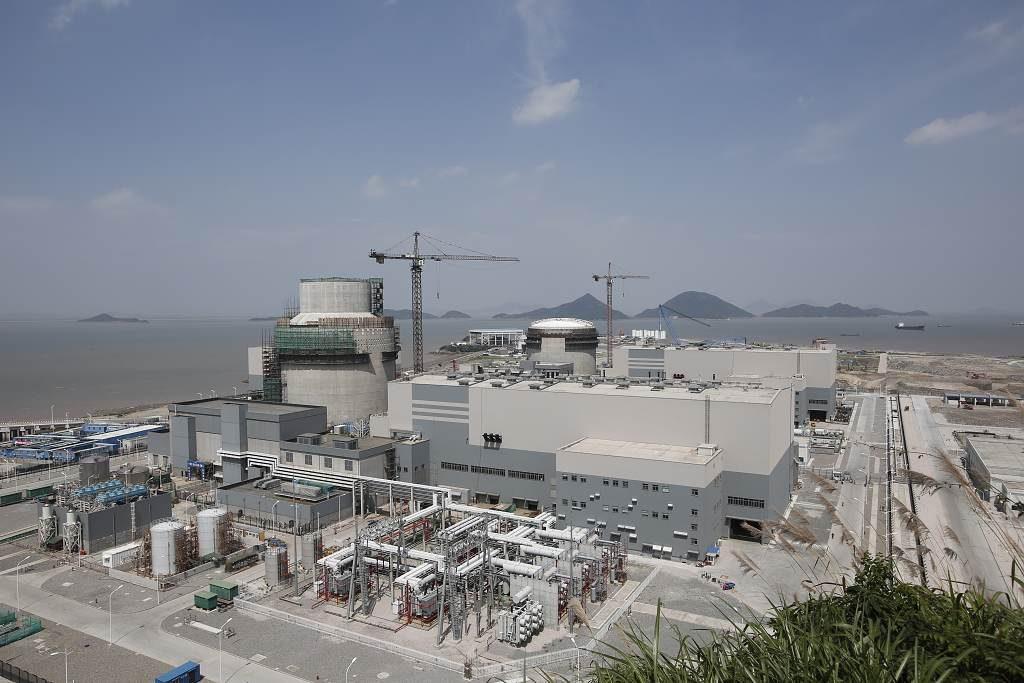 jaderná energie - Euro: Zkrachovalý Westinghouse zůstává ve hře o dodávky reaktorů i paliva pro Česko. Zatím - Ve světě (Sanmen 1 and 2 July 2014 HRES 1024) 1