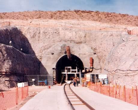 jaderná energie - Americké konsorcium volá po řešení otázky jaderného odpadu - Ve světě (Yucca MT entrance 2007 NRC 460) 1