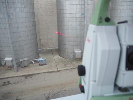 jaderná energie - V Dukovanech testovali těsnost hermetických prostor - V Česku (mereni s laserovym paprskem) 1