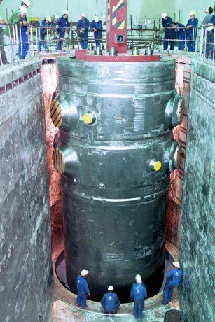jaderná energie - Rakouská delegace v ÚJV Řež jednala o svědečném programu tlakové nádoby JE Temelín - V Česku (reaktor nadoba osazeni kopie 1024) 2