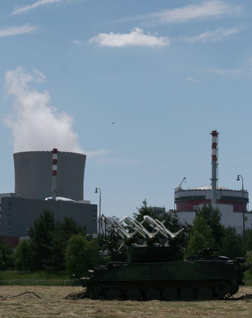 jaderná energie - Seznam: Na Temelín útočí terorista v letadle, armáda jde do akce. Záběry z jedinečného cvičení - V Česku (2015 0604 safeguard media5) 2
