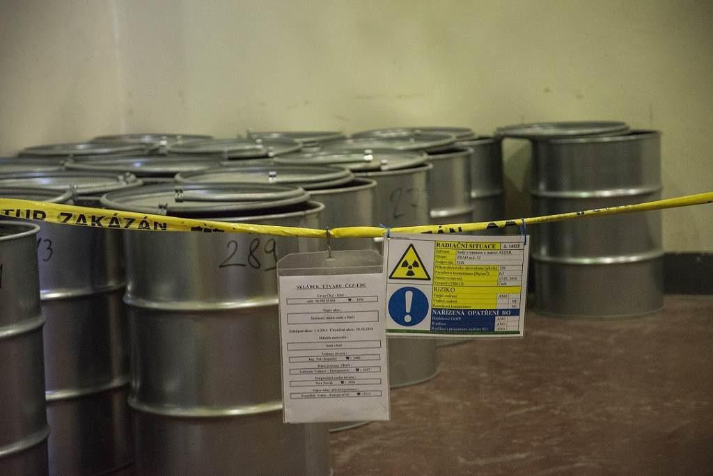 jaderná energie - NUVIA podepsala smlouvu s ČEZ na měření pevného radioaktivního odpadu na dalších pět let za 35 milionů korun - V Česku (6 sudy na uskladnění radioaktivního odpadu 1024) 3