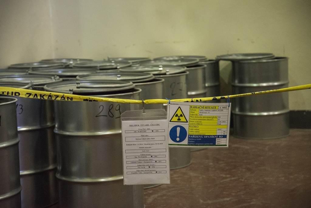 jaderná energie - NUVIA podepsala smlouvu s ČEZ na měření pevného radioaktivního odpadu na dalších pět let za 35 milionů korun - V Česku (6 sudy na uskladnění radioaktivního odpadu 1024) 2