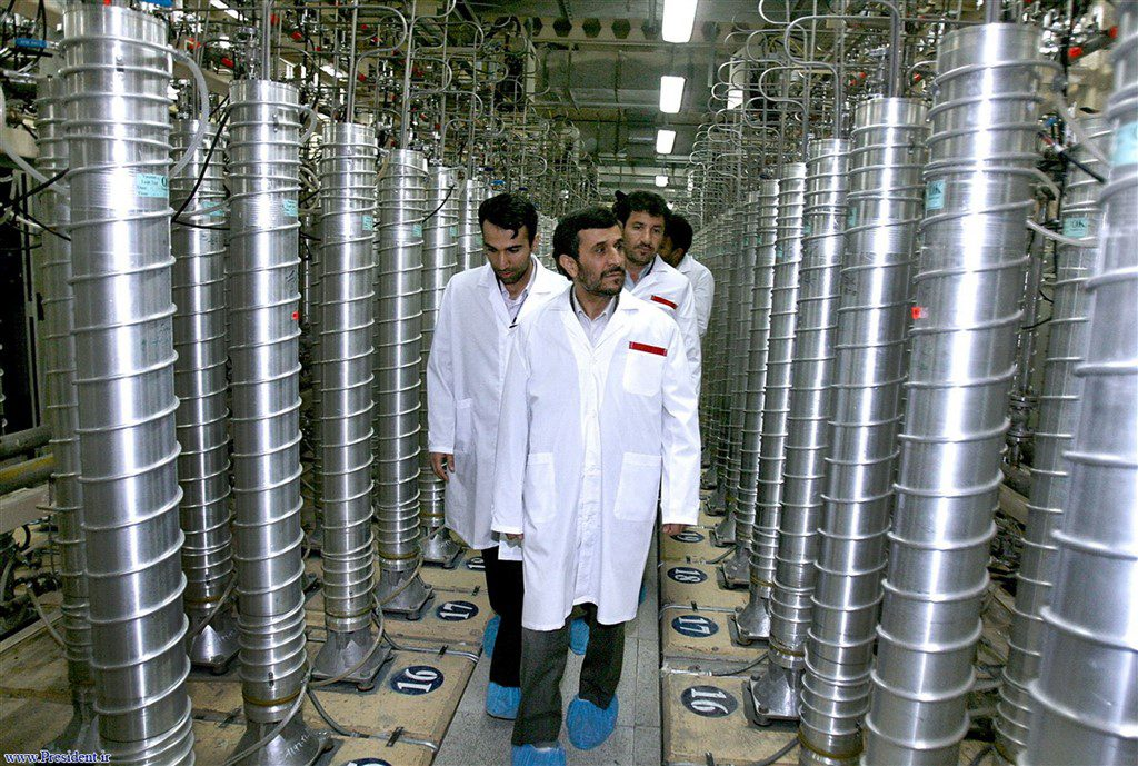 jaderná energie - Stuxnet – vir který napadl íránský jaderný program - Aktuálně (Ahmadinejad at Natanz 1024 x 689) 1