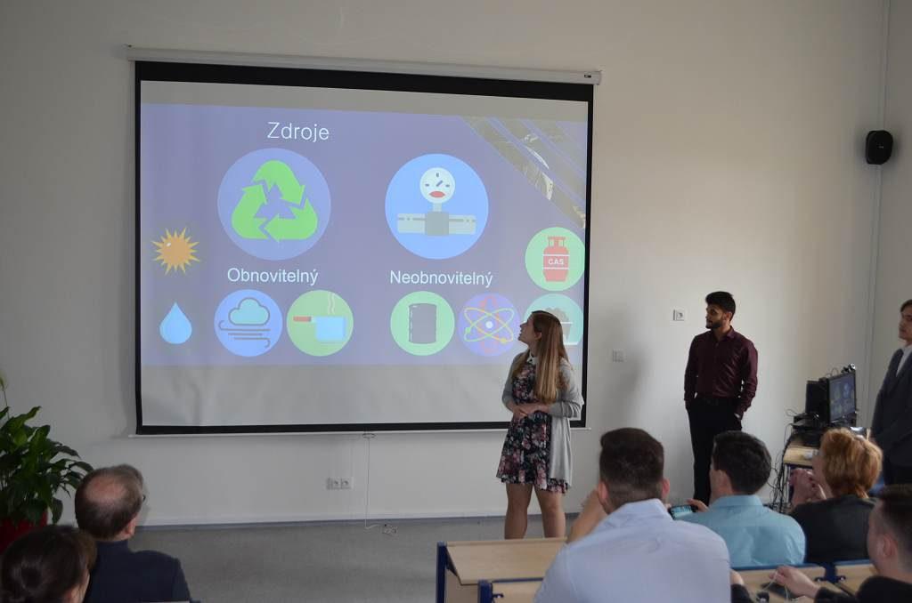 jaderná energie - Během Atomového týdne si studenti vyzkoušeli cestu na Mars - V Česku (DSC 0066 1024) 1