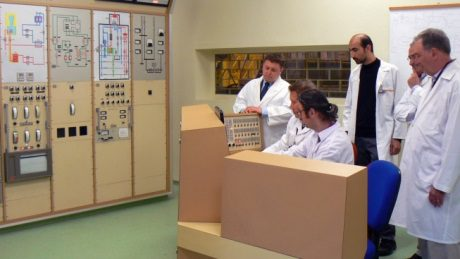 jaderná energie - Agentura MAAE uznala pokroky tureckého výzkumného reaktoru - Ve světě (TR 2 control room 460 TAEK) 1