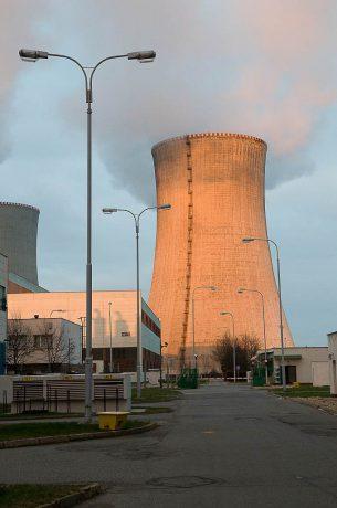 jaderná energie - Česká televize: S kamerou vzhůru. Podívejte se, co obnáší oprava chladicích věží v Dukovanech - V Česku (Zóna 2008 71 1024) 1