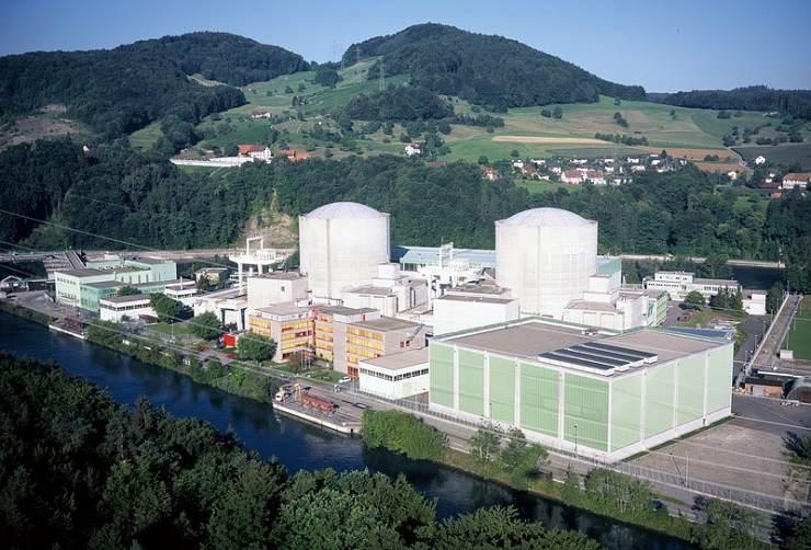 """jaderná energie - Euro: Švýcarsko se chystá hlasovat o """"zfušovaném"""" konci jádra. Umí jej nahradit? - Životní prostředí (kkw beznau 740) 1"""
