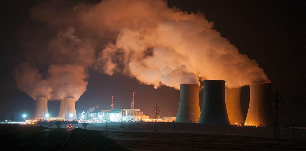 jaderná energie - HN: Jaderná energetika je moje srdeční záležitost, svěřil se Zeman v Dukovanech. Zaměstnancům blahopřál k nejvyšším platům v zemi - V Česku (JAS 0193 1024) 3