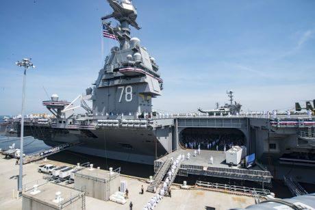 jaderná energie - Americké námořnictvo uvedlo do provozu novou jadernou letadlovou loď - Ve světě (Gerald Ford commissioning 460) 1