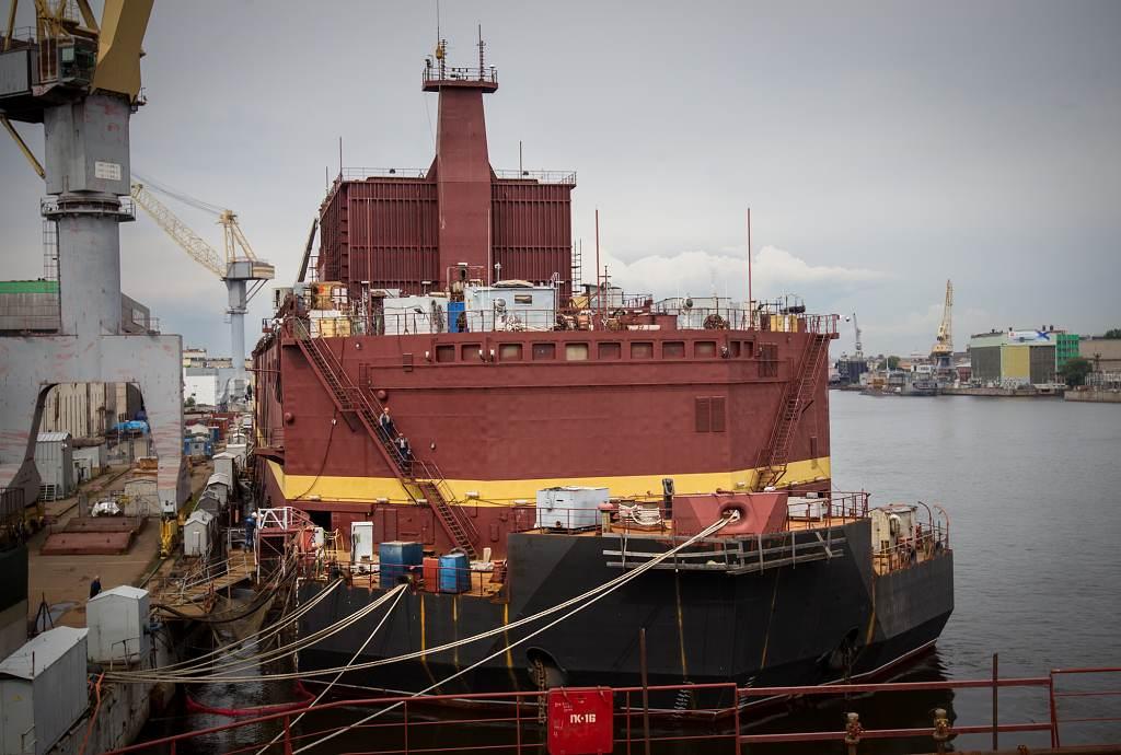 Jaderné palivo dostane plovoucí elektrárna Akademik Lomonosov až v Murmansku