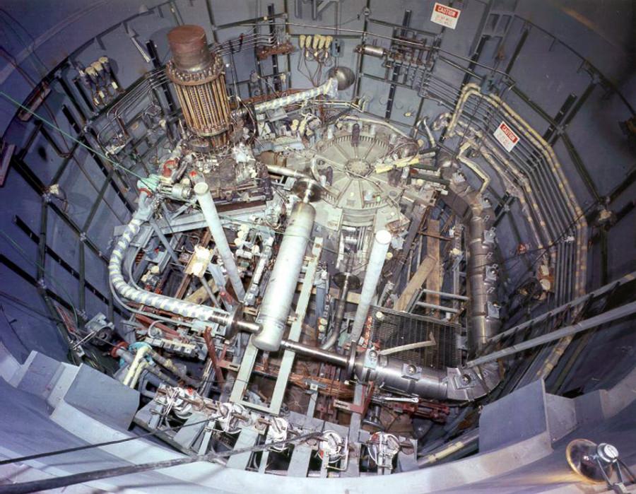 jaderná energie - Problémy jaderného programu v USA - Ve světě (617624 article photo pohled na reaktor pracujici s roztacenymi solemi msr) 1
