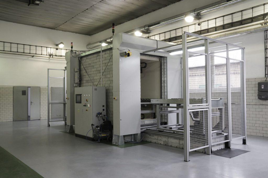 jaderná energie - Největší neutronový zdroj na světě využije český patent. Třebíčská NUVIA podepsala další smlouvu za 100 milionů korun - Zprávy (zařízení NuWM MUM používané v ÚJV na měření RAO 2) 2
