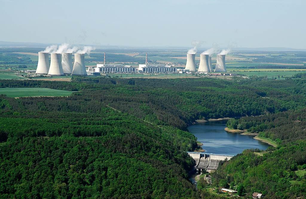 jaderná energie - Peak.cz: Co se Česku vyplatí víc? Nové jaderné bloky, nebo obnovitelné zdroje? - Nové bloky v ČR (DSC0022 1024) 1