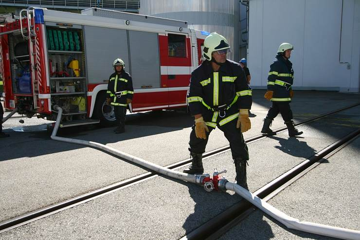 jaderná energie - V Temelíně cvičili likvidaci rozsáhlého požáru - V Česku (0828 hasici voda kontejnment 740) 2