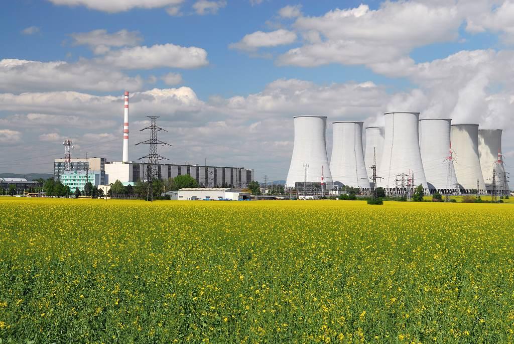 Energia.sk: Budúci týždeň začne demolácia chladiacich veží atómky V1 v Bohuniach