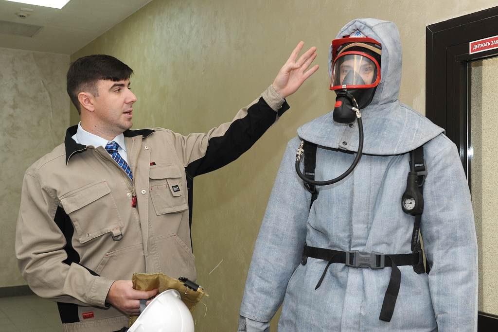 jaderná energie - Bělojarská JE představila ochranný oblek s odolností až 1000 °C - Ve světě (Belojarka kostjum 1024) 1