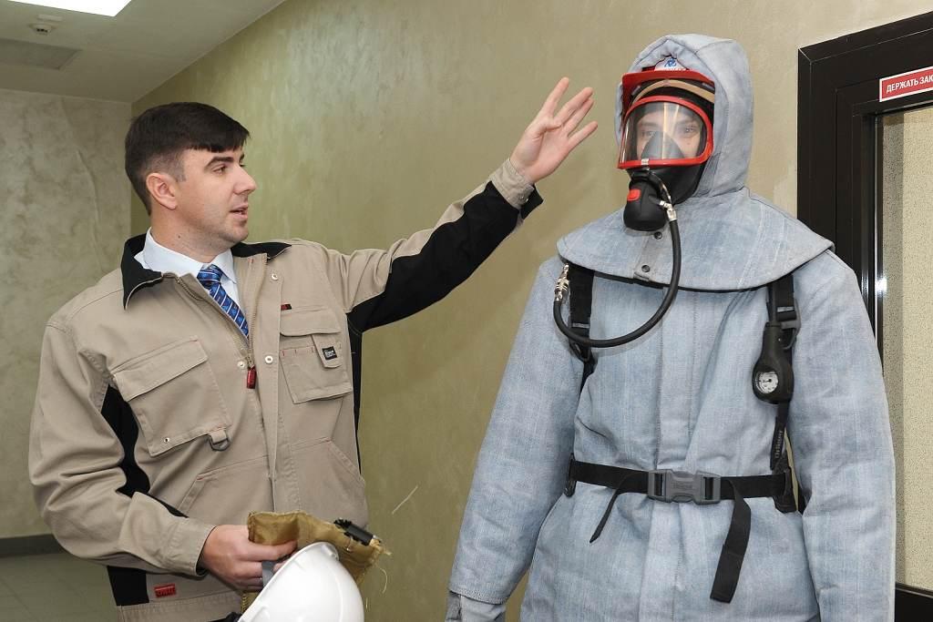 jaderná energie - Bělojarská JE představila ochranný oblek s odolností až 1000 °C - Ve světě (Belojarka kostjum 1024) 3
