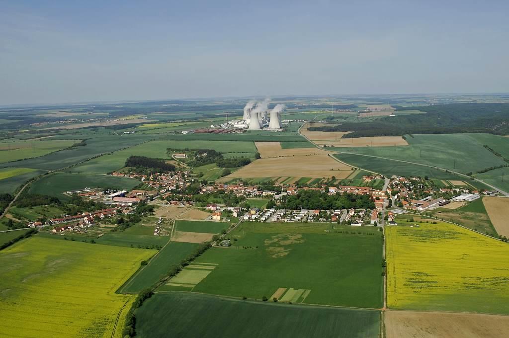 jaderná energie - Deník: Páty blok? Zrychlete, zní z obcí - Nové bloky v ČR (DSC0036 a 1024) 3
