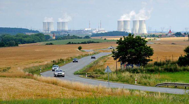 Deník: Jadernou elektrárnu je třeba dostavět, shodli se politici