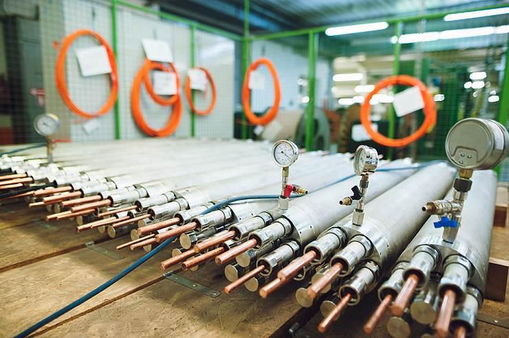 jaderná energie - Kabelovna Kabex se účastní tendru na dodávky kabelových průchodek do indické jaderné elektrárny - V Česku (Nízkonapěťové hermetické kabelové průchodky během výroby Kabelovna) 1