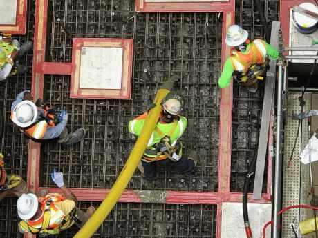 jaderná energie - Milníky ve výstavbě JE Vogtle - Nové bloky ve světě (Vogtle 4 concrete Oct 17 460) 1