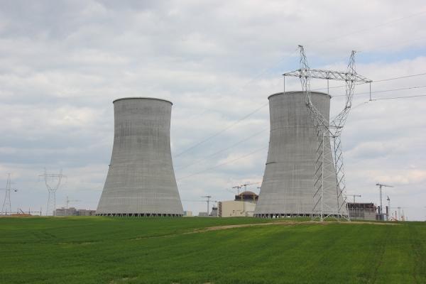 Reaktor je na svém místě